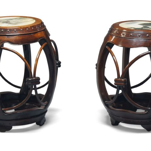 Paire de tabourets chinois en forme de tonneau, en bois de rose, avec des insert…