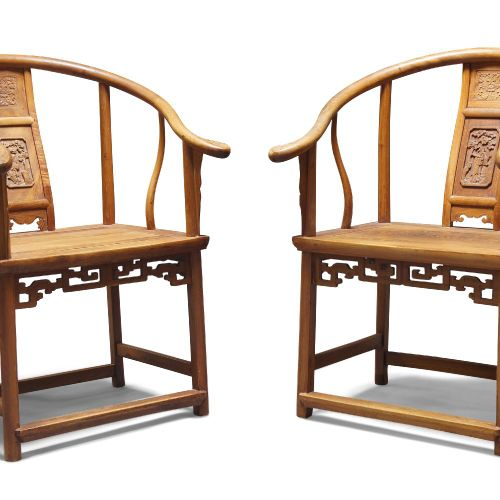 Une paire de fauteuils chinois à dossier en forme de fer à cheval, fin de la dyn…