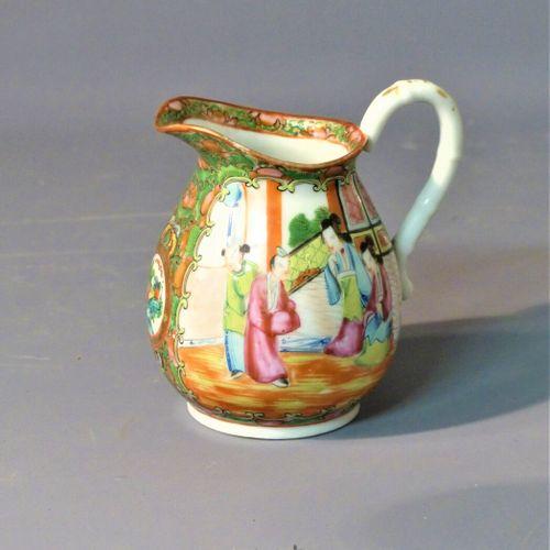CHINE, Pot à lait ansé en porcelaine de Canton CHINE, fin du XIXème siècle  Pot …