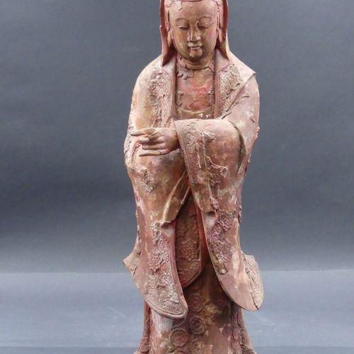 CHINE. Guanyin CHINE. Guanyin en laque rouge. Hauteur : 54 cm