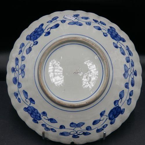 JAPON. Paire de plats JAPON. Paire de plats en porcelaine Imari à bords polylobé…