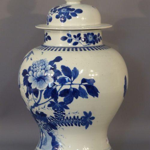 CHINE Vase couvert. CHINE Vase couvert. Marqué sous la base. Hauteur : 40 avec s…