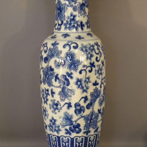 CHINE. Important vase balustre en céramique CHINE. Important vase balustre en cé…