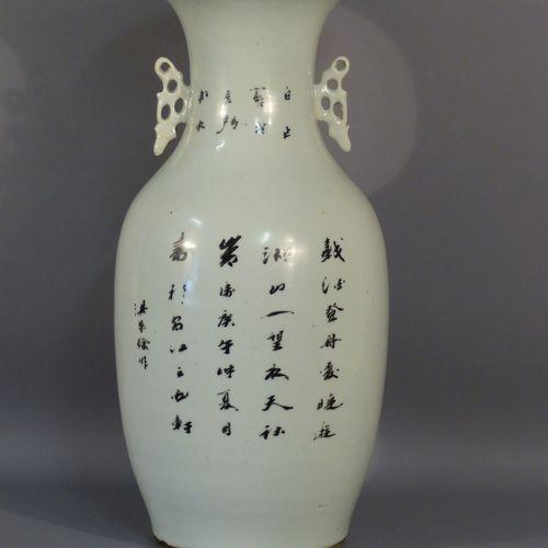 CHINE. Vase en porcelaine CHINE, XXème siècle  Vase en porcelaine, à décor d'une…
