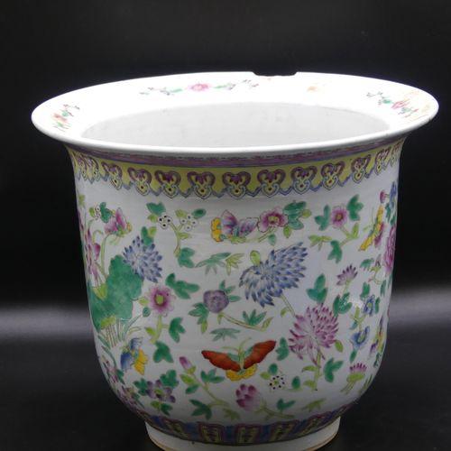 CHINE, Canton. Important cache pot. CHINE, Canton. Important cache pot en porcel…