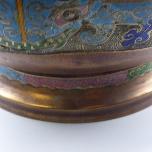 CHINE, Brûle parfum en cuivre et émaux champlevés CHINE, XXème siècle  Brûle par…
