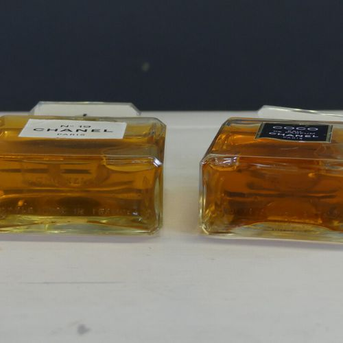 CHANEL CHANEL. Réunion de deux parfums factices: Coco eau de parfum et N°19, fla…