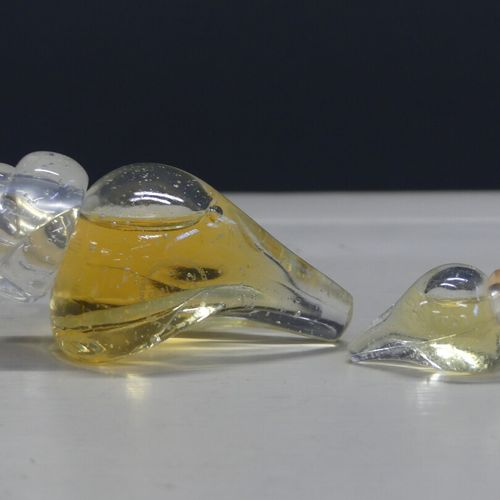 Réunion de divers parfums factices Réunion de divers parfums factices et une min…