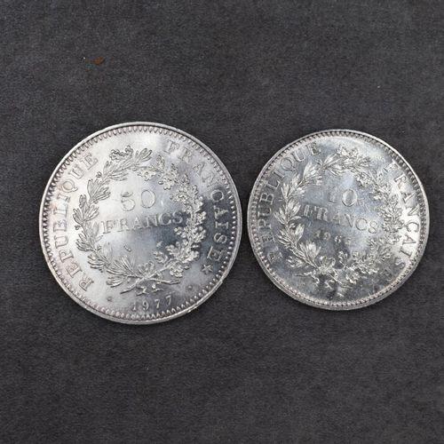 Réunion de deux pièces en argent Réunion de deux pièces en argent. 10 francs 196…
