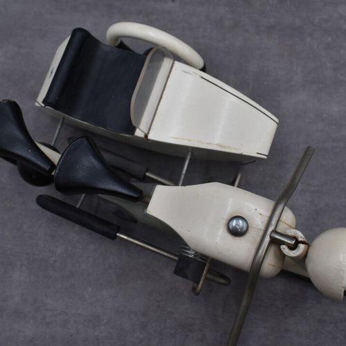 AROUTCHEFF. Side car AROUTCHEFF / VILAC, Side car BMW bois laqué blanc et noir. …