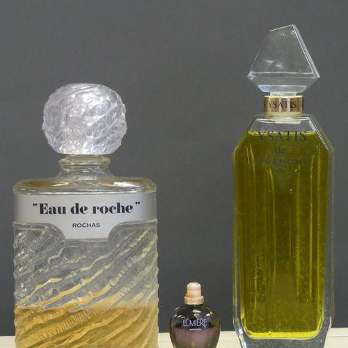Réunion de deux flacons de parfums factices Réunion de deux flacons de parfums f…