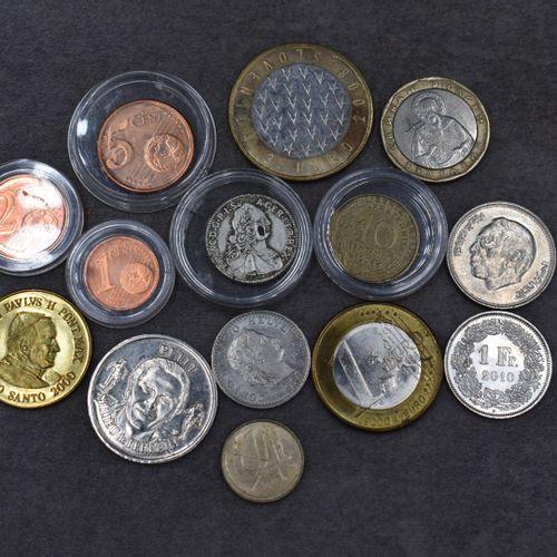 Réunion de différentes pièces de monnaies Réunion de différentes pièces de monna…