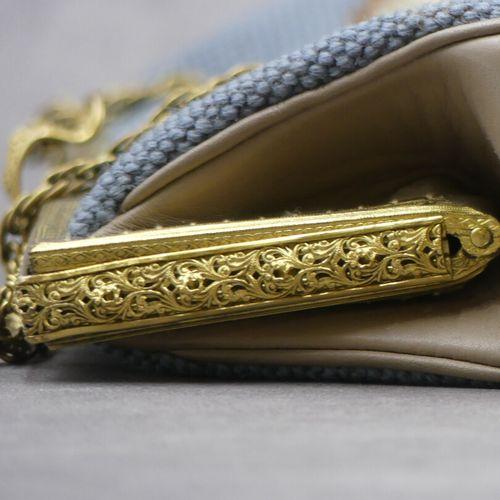 Sac à main en tissu au petot point et bronze doré. Dimensions : 26x 36 cm