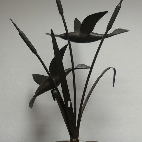Ecole du XXeme siècle Cigognes en vol, bronze patiné. Hauteur : 80 cm