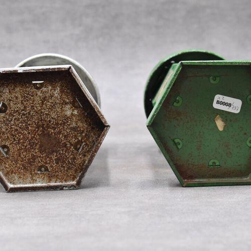 Réunion de deux tirelires en métal en forme de kiosques marquées Chocolat Menier…