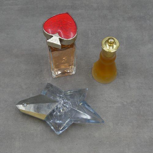 Réunion de trois parfum factices. Réunion de trois parfum factices. Paloma Picas…
