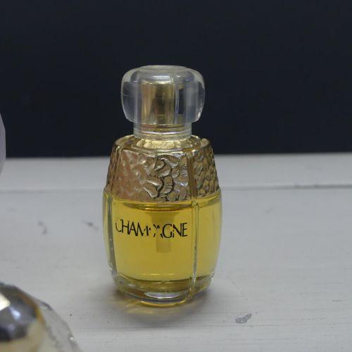 Yves Saint LAURENT YVES SAINT LAURENT. Réunion d'un parfum factice et trois mini…