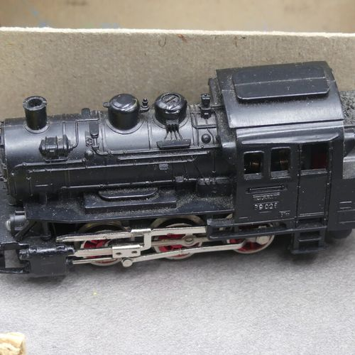 MARKLIN MARKLIN. Lot d'un train électrique comprenant un wagon à bords plats 4 e…