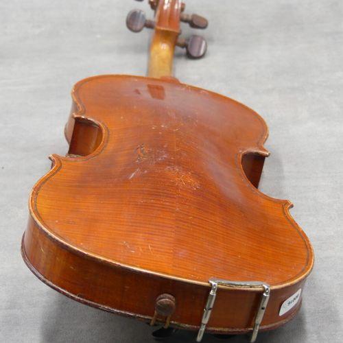 Violon. Violon en l'état, porte une étiquette Nicolas Bertholini. Longueur de la…