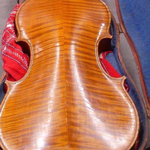 Violon Paul Beuscher luthier, 19 boulevard bon marché à Paris 1909. Violon avec …
