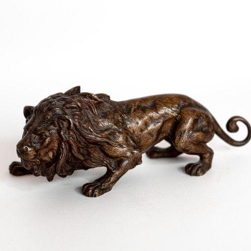 LION Franz Bergmann (1861 1936). Lion prêt à bondir en bronze polychrome dit de …