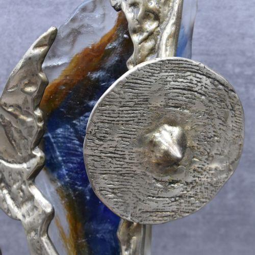 SCULPTURE Yves LOHE (1947), Glatiateur en bronze et verre. Signé. Hauteur : 64 c…