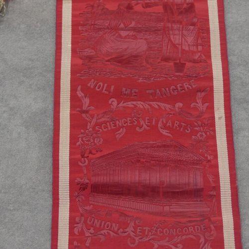 FRANC MAÇONNERIE Echarpe de compagnon en soie damassée à décor de symboles compa…