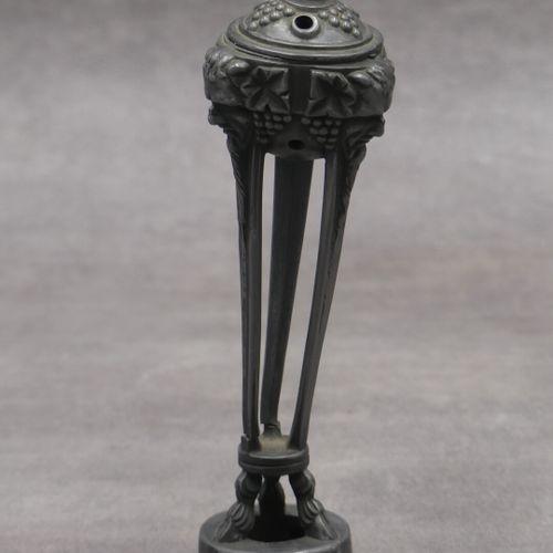 """LE VERRIER Max (1891 1973), brûle parfum en étain, modèle """"Bacchus"""". Hauteur : 2…"""