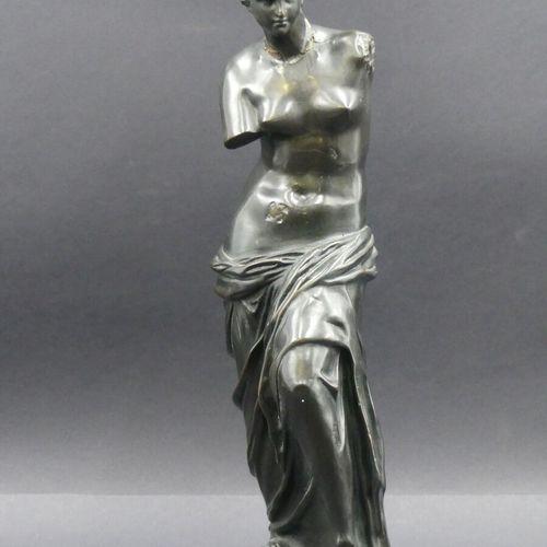 La Vénus de Milo. La Vénus de Milo. Bronze repoussé patiné d'après l'Antique. Ha…