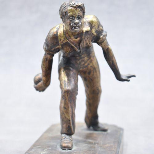 BRONZE, Bouliste Ch. POCHETTINO, Bouliste, bronze à patine dorée nuancée brune. …