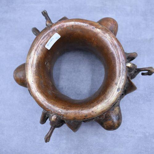 Afrique , VERE. Afrique. VERE. Bracelet de cérémonie en bronze patiné. Hauteur :…