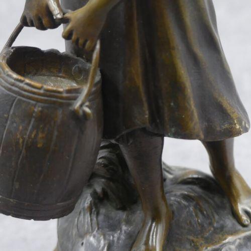 Auguste MOREAU Auguste MOREAU (1834 1917), Cosette, bronze patiné. Hauteur : 25 …
