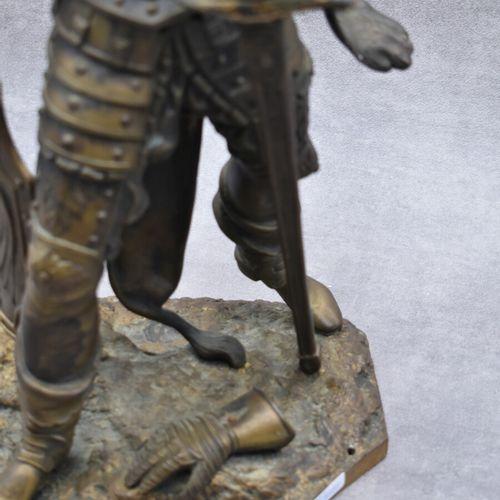 HERACLES Heraclès, bronze à patine mordorée tenant une épée et un bouclier amovi…