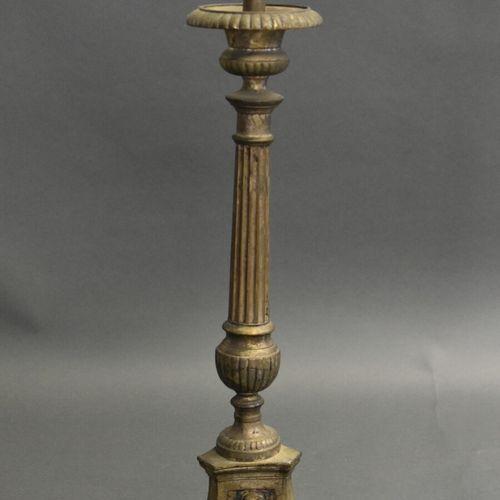 Pique cierge en bronze Pique cierge en bronze à piètement tripode. Hauteur : 59 …