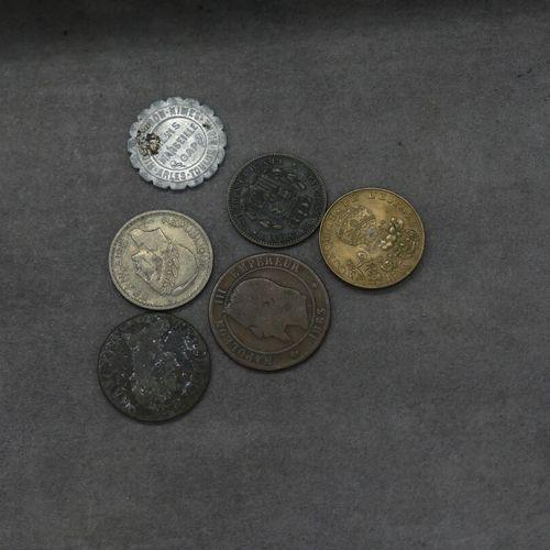 Un lot de pièces.