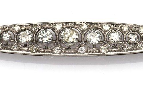 A Belle Epoque 14k gold diamond brooch Broche Belle Epoque en or 14k, de forme n…