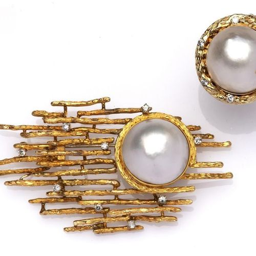 A 14k gold mabé pearl and diamond brooch and ring Une broche et une bague en or …