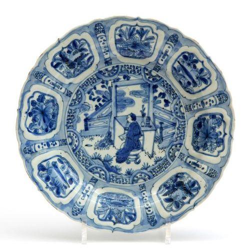 A blue and white kraak plate Une assiette en kraak bleu et blanc, période Wanli,…