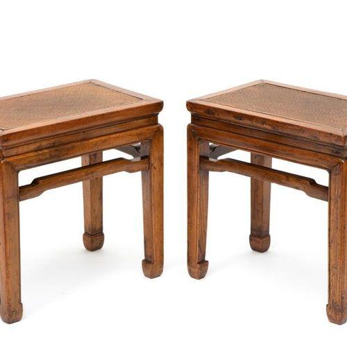 A pair of Chinese elm stools Paire de tabourets chinois en orme, fin du XIXe siè…