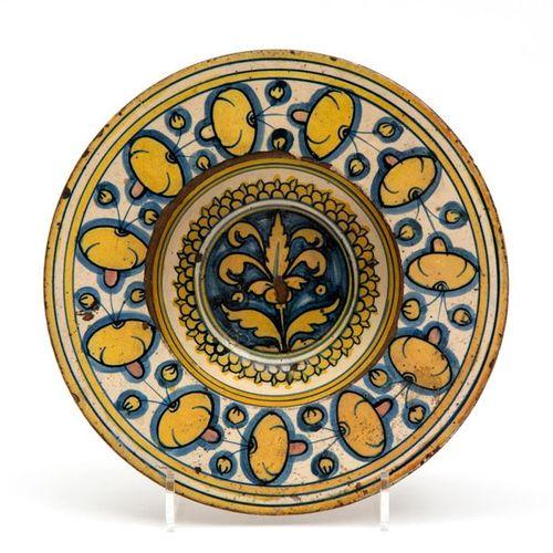 An Italian pottery polychrome tondino An Italian pottery polychrome tondino, 16t…