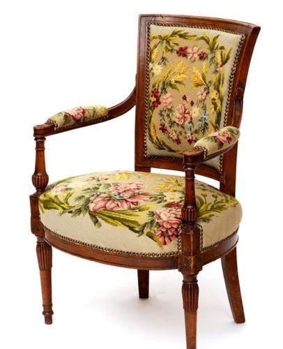 A Directoire beechwood armchair Un fauteuil en hêtre du Directoire, Ca. 1795, Le…