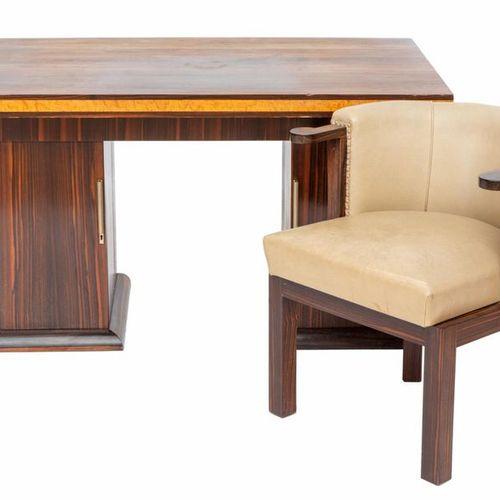 An Art Deco macassar ebony and bird's eye maple writing table Table d'écriture A…