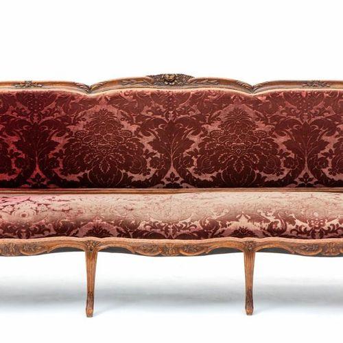 A French stained elm sofa Canapé en orme teinté français, XVIIIe siècle, Ensembl…