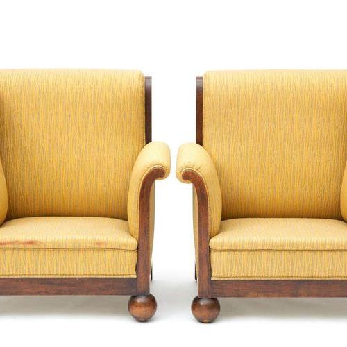 A pair of Art Deco oak corner chairs Paire de chaises d'angle Art déco en chêne,…