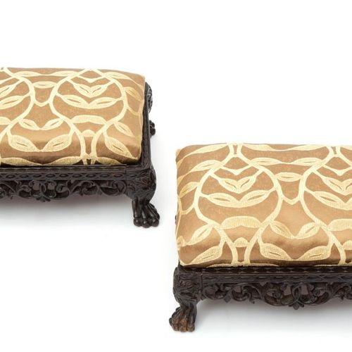 A pair of Dutch colonial hardwood footstools Une paire de poufs en bois dur de s…
