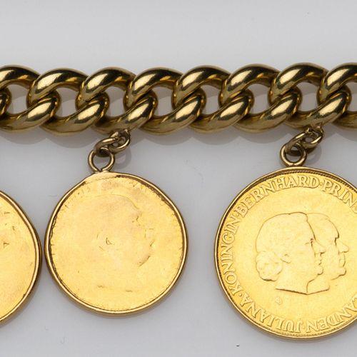 A 14k gold bracelet, Bucherer Un bracelet en or 14k, Bucherer, Le bracelet de la…