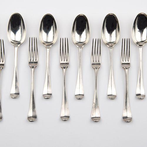 Six Dutch silver table spoons and six table forks. Haarlem 六个荷兰银质餐勺和六个餐叉。哈勒姆,一个荷…