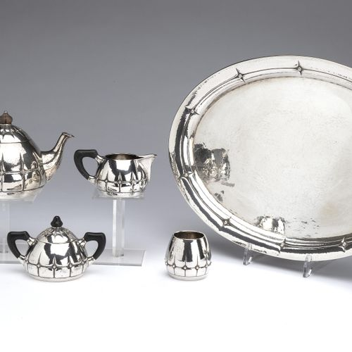 A silver four piece tea service with tray Art Deco, import Steltman, The Hague 银…
