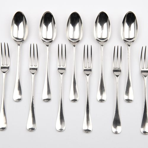 Five Dutch silver dessert spoons and six dessert forks 五个荷兰银质甜点勺子和六个甜点叉子,一个荷兰普通模…