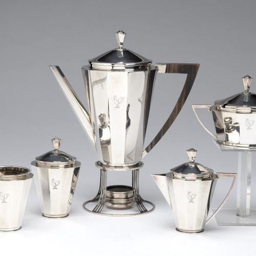 A Dutch silver five piece coffee service and burner 一个荷兰银制五件套咖啡服务和燃烧器,一个普通的锥形十二层…